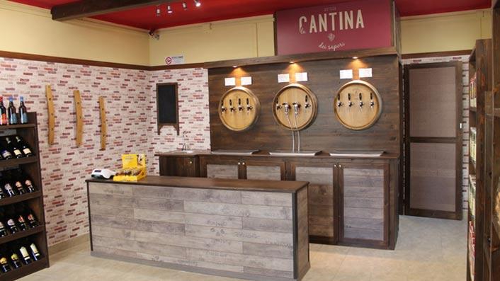 La cantina dei sapori franchising vini sfusi for Arredamento cantina